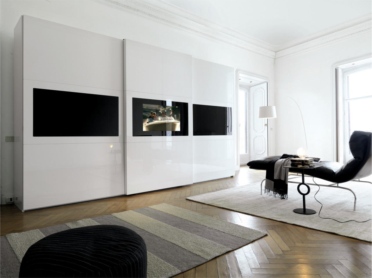 schlafzimmerschrank mit integriertem tv. Black Bedroom Furniture Sets. Home Design Ideas